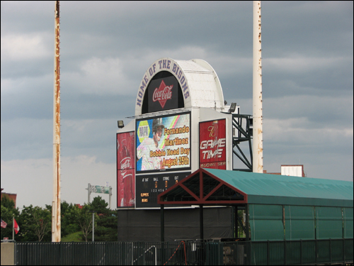 coca-cola-field-old-scoreboard.jpg