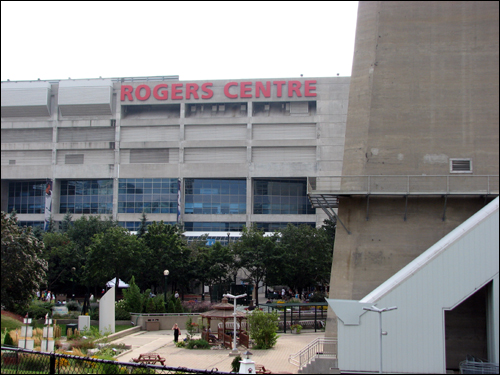 rogers-centre-cn-tower.jpg