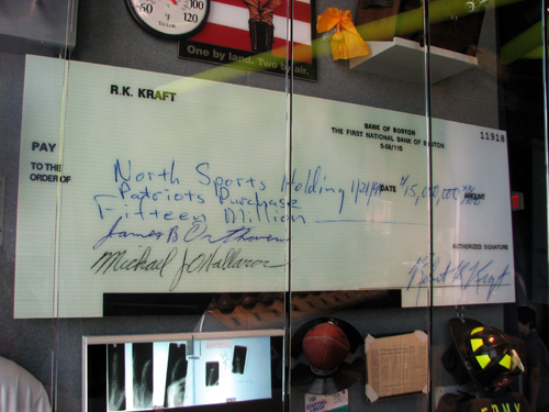 new-england-patriots-robert-kraft-check