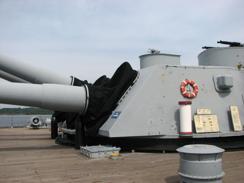 uss-massachusetts-main-guns