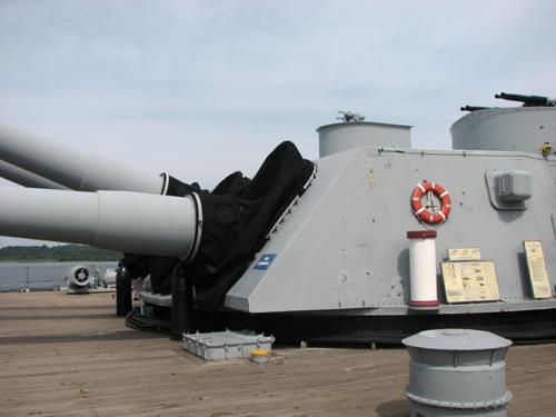 uss-massachusetts-main-guns