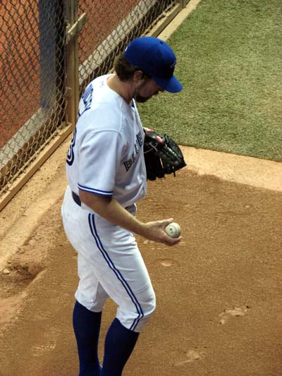 blue-jays-ra-dickey-warming-up-bullpen