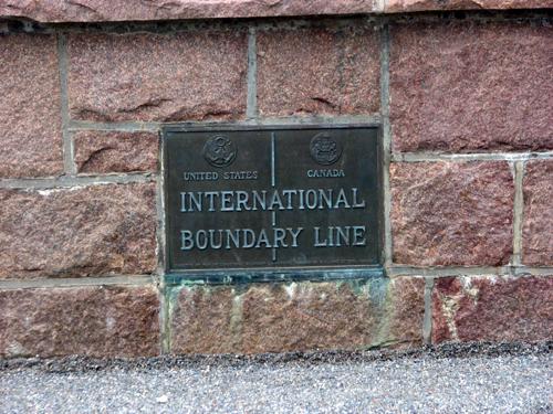 canada-us-border-line