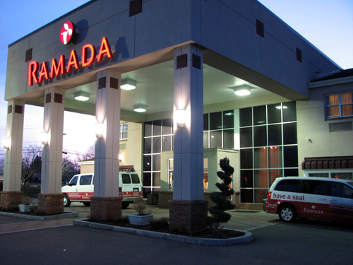 ramada-inn-syracuse-ny-night