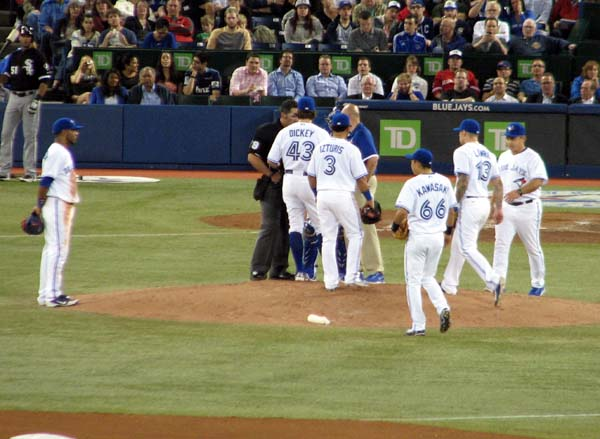 rogers-centre-ra-dickey-shoulder-stiffness-mound-visit
