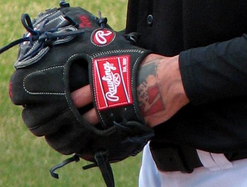 ryan-perry-hand-tattoo