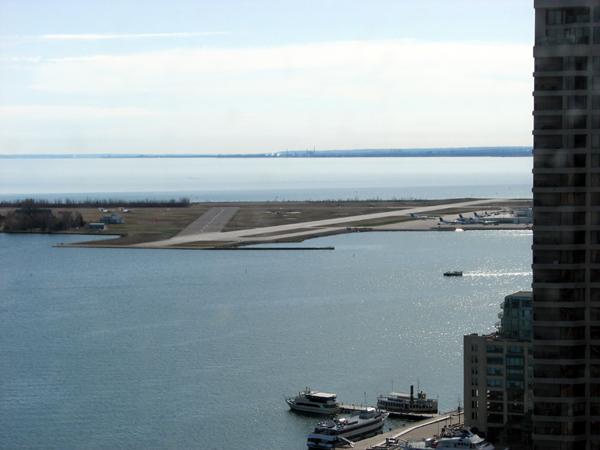 westin-harbour-castle-centre-island-view-airport