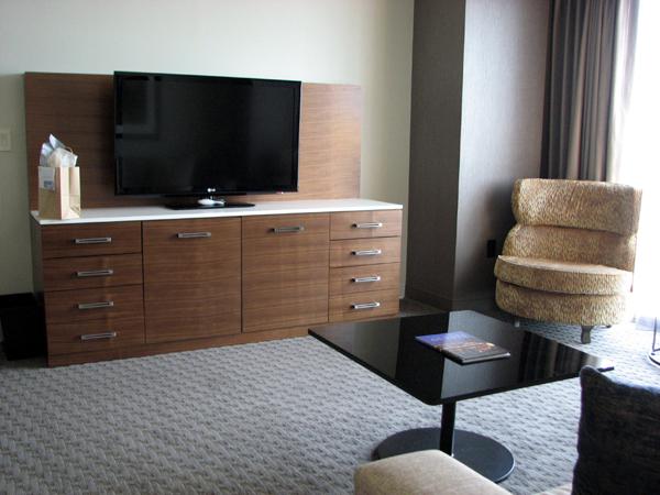hilton-columbus-downtown-suite-living-room