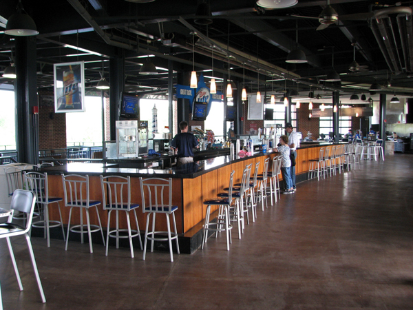 huntington-park-columbus-loge-area-bar