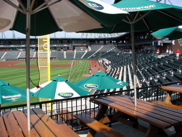 huntington-park-columbus-picnic-deck