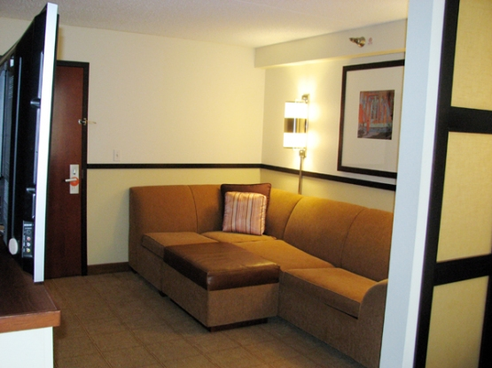 hyatt-place-independence-living-room