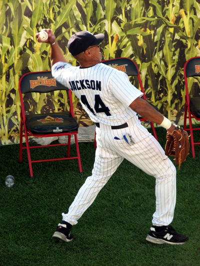 pepsi-max-field-of-dreams-reggie-jackson-throwing
