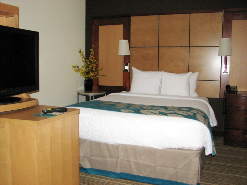 residence-inn-louisville-downtown-bedroom
