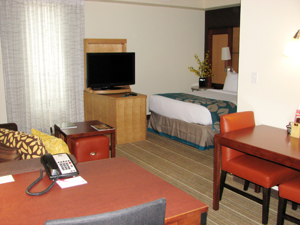 residence-inn-louisville-downtown-room