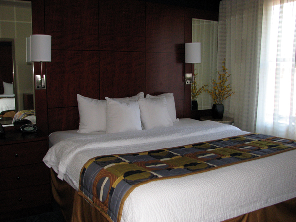 residence-inn-cincinnati-downtown-bedroom