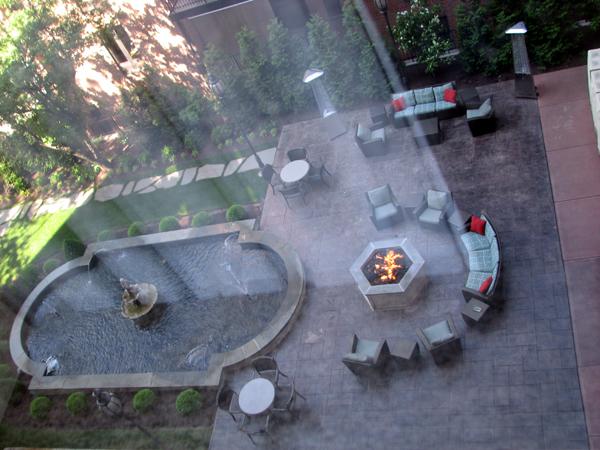residence-inn-cincinnati-downtown-outside-courtyard