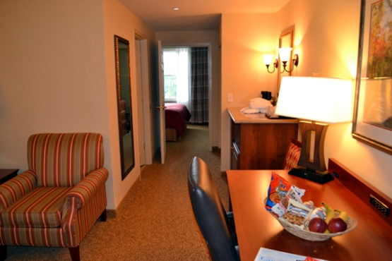 country-inn-&-suites-state-college-room-from-door