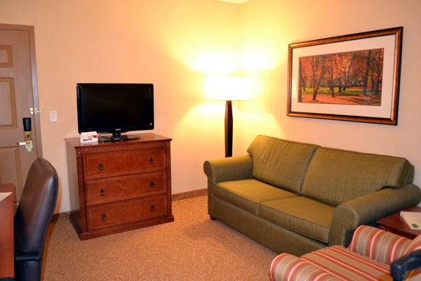 country-inn-&-suites-state-college-suite-living-room