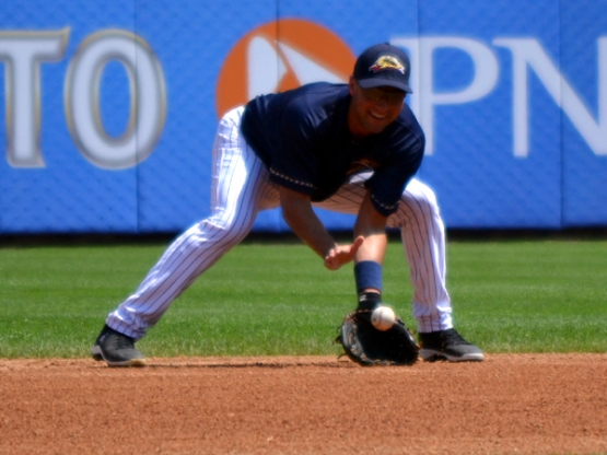derek-jeter-railriders-grounder