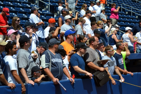 pnc-field-autograph-seekers