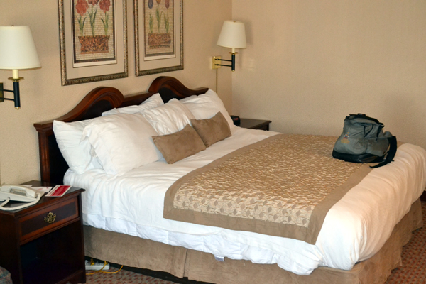 ramada-syracuse-bed