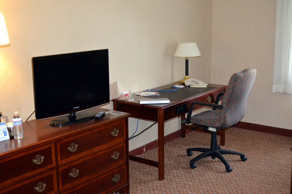 ramada-syracuse-desk