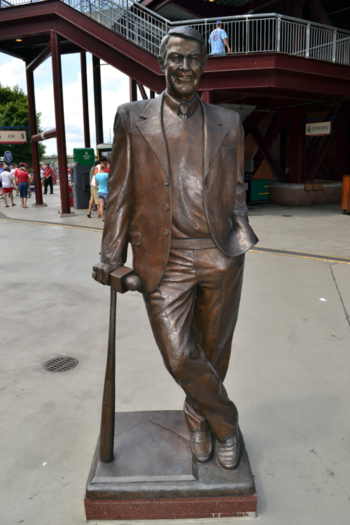 citizens-bank-park-harry-kalas-statue