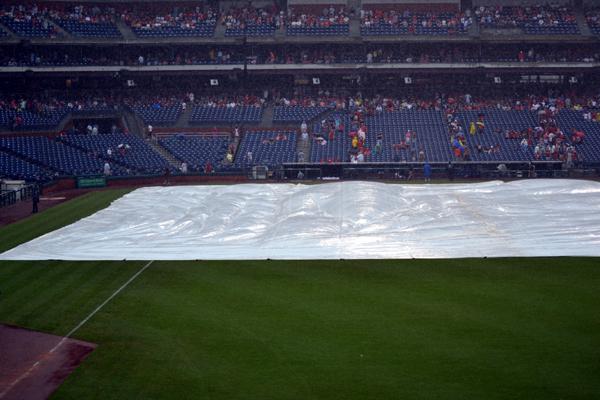 citizens-bank-park-rain-delay-tarp