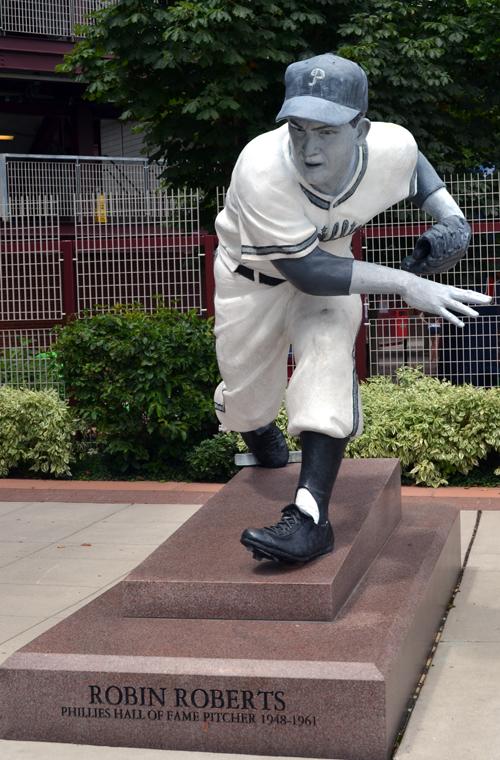 citizens-bank-park-robin-roberts-statue