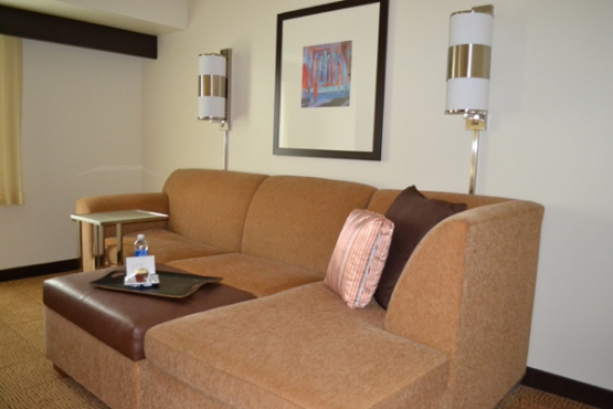 hyatt-place-philadelphia-king-of-prussia-living-room