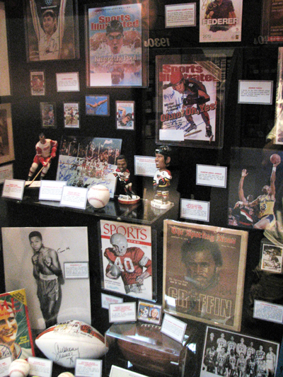 cincinnati-reds-hall-of-fame-auto-displays