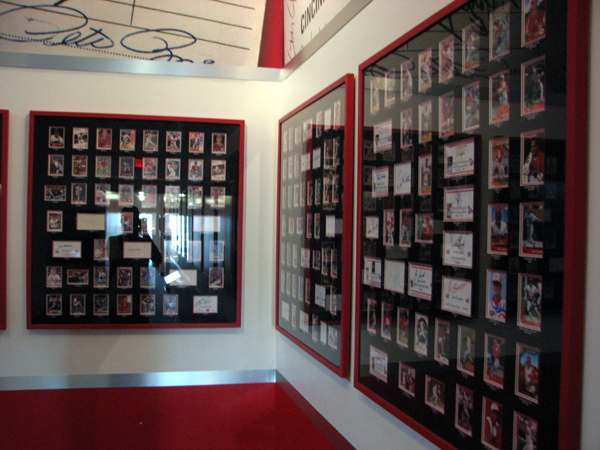cincinnati-reds-hall-of-fame-autograph-display-2