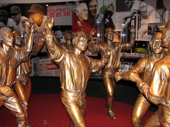 cincinnati-reds-hall-of-fame-bronze-statues