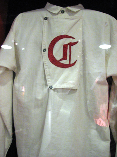 cincinnati-reds-hall-of-fame-old-reds-uniform