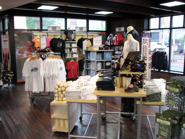 louisville-slugger-museum-gift-shop