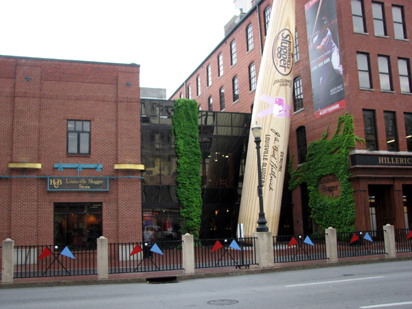 louisville-slugger-museum-outdoors-front