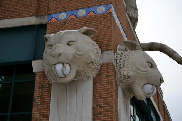 comerica-park-snowy-tiger-heads