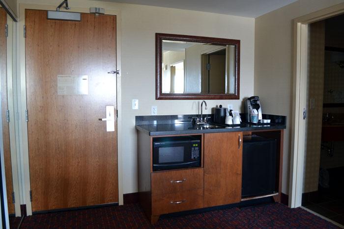 hilton-garden-inn-manchester-downtown-suite-kitchen-area