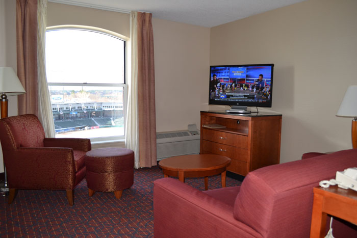 hilton-garden-inn-manchester-downtown-suite-living-room