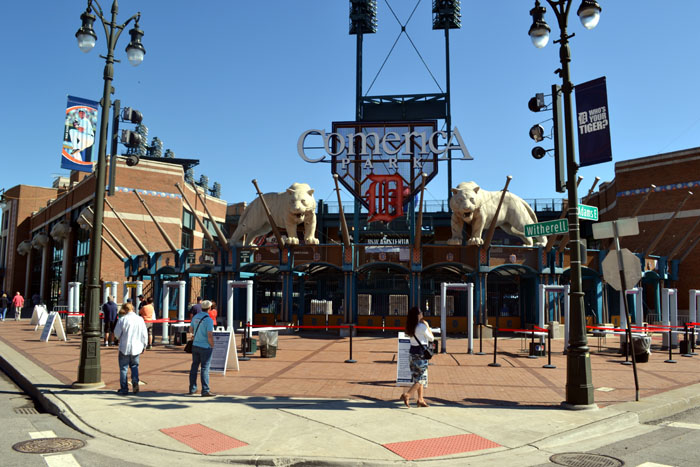 comerica-park-gate-with-small-crowd