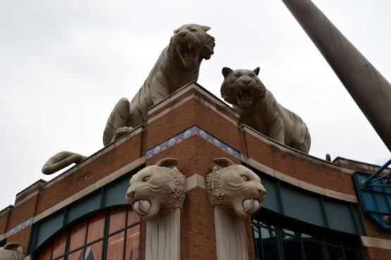 comerica-park-tiger-statues