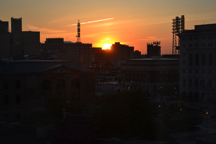 hilton-garden-inn-detroit-downtown-city-sunset