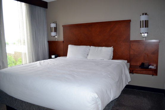 hyatt-place-pittsburgh-airport-bedroom