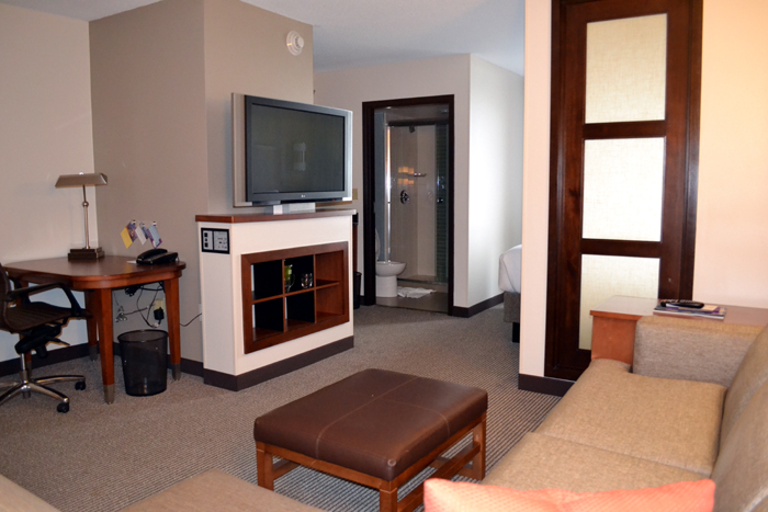 hyatt-place-pittsburgh-airport-living-room