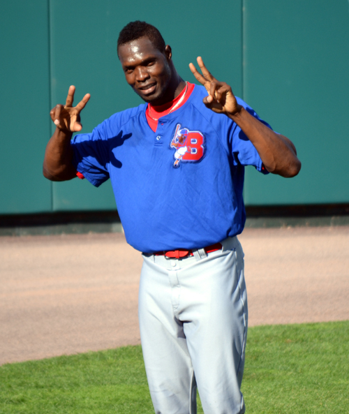 radhames-liz-buffalo-bisons-peace-sign