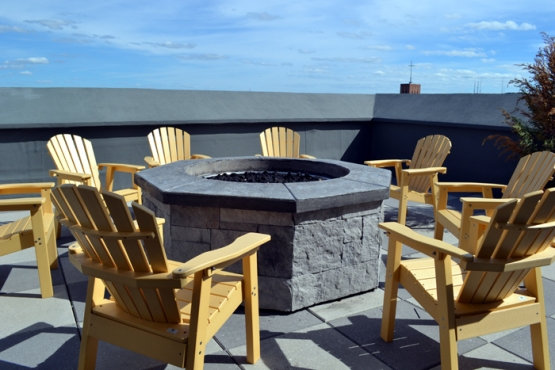 the-strathallan-rochester-roof-deck-fire-pit