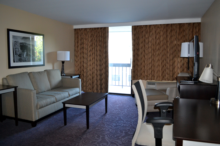 the-strathallan-suite-living-room