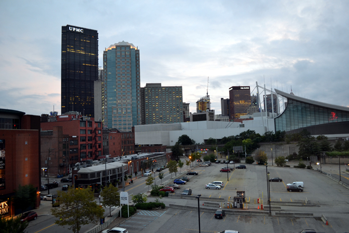 hampton-inn-suites-pittsburgh-downtown-city-view-day