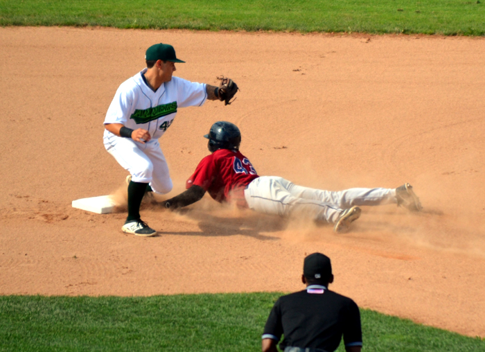mahoning-valley-scrappers-stolen-base