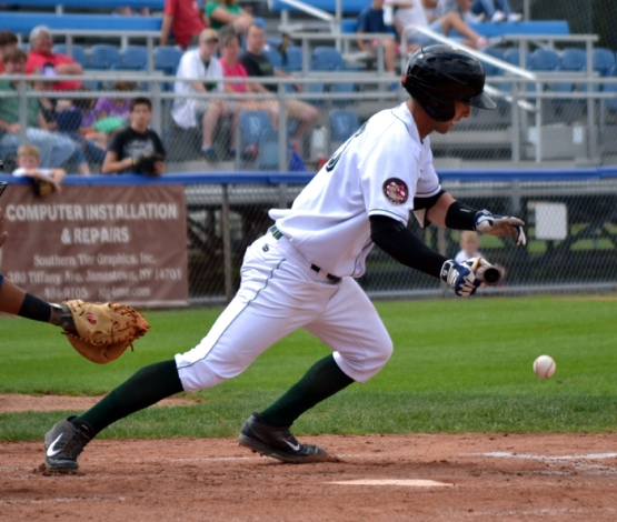 tyler-fillipen-jamestown-jammers-bunt
